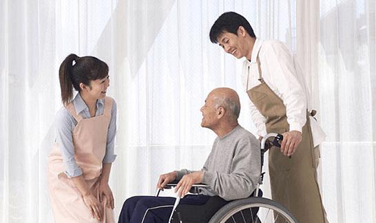 利用者と介護士たち