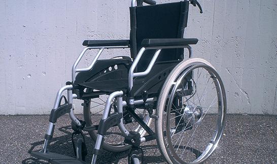 黒い車椅子