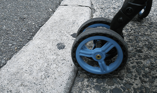 車道・歩道間の段差と車輪